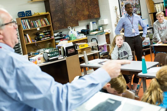 Instructional coach Carlos Saulsberry, right, helps in Thomas Bozeman's fifth-grade class at Dogwood Elementary in Germantown on Aug. 22, 2018. Dogwood has 20 nonresident transfer students, according to the school district.