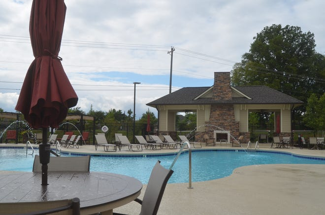 The Edison luxury apartment complex in Gallatin has a pool and cabana.