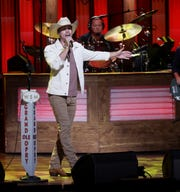 Country music fans have embraced Dustin Lynch. The CMAs should be listening.