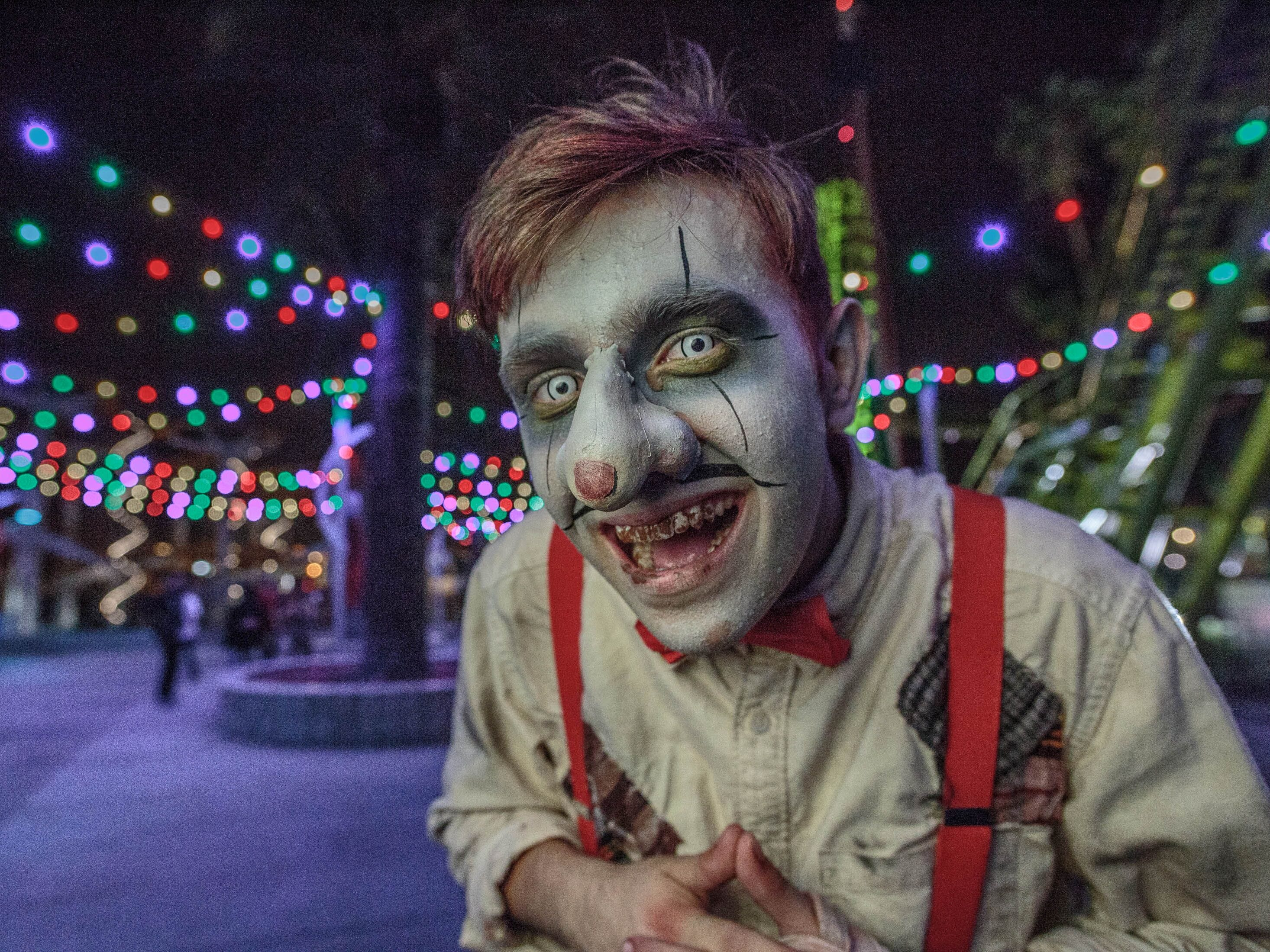 Whatever this guy is selling at Knott's Scary Farm, don't buy it.