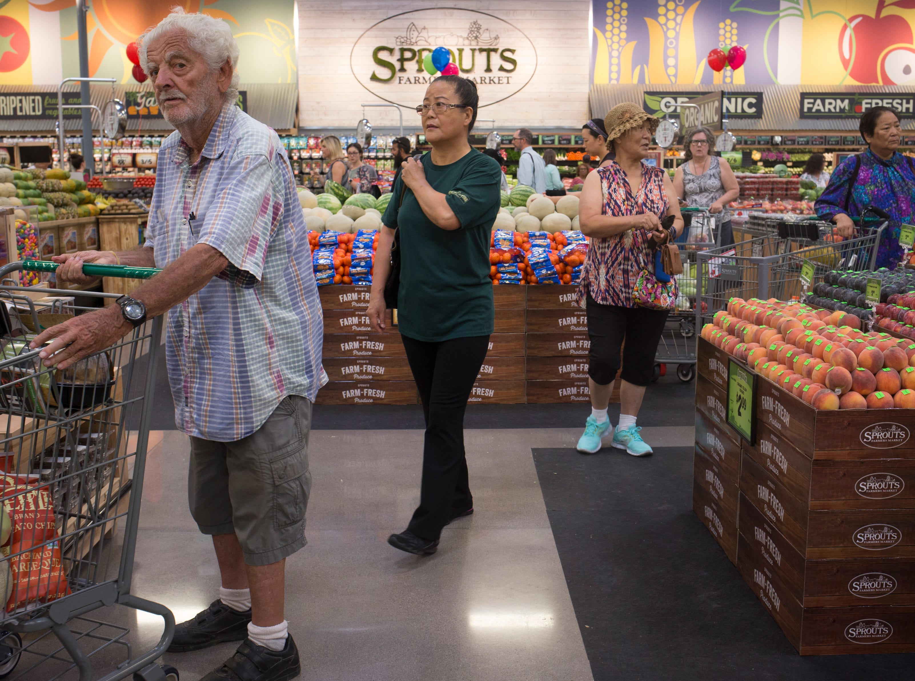 Murray Reesman shops Aug. 22, 2018, at the Sprouts Farmer's Market at Seventh Avenue and Osborn Road in Phoenix.