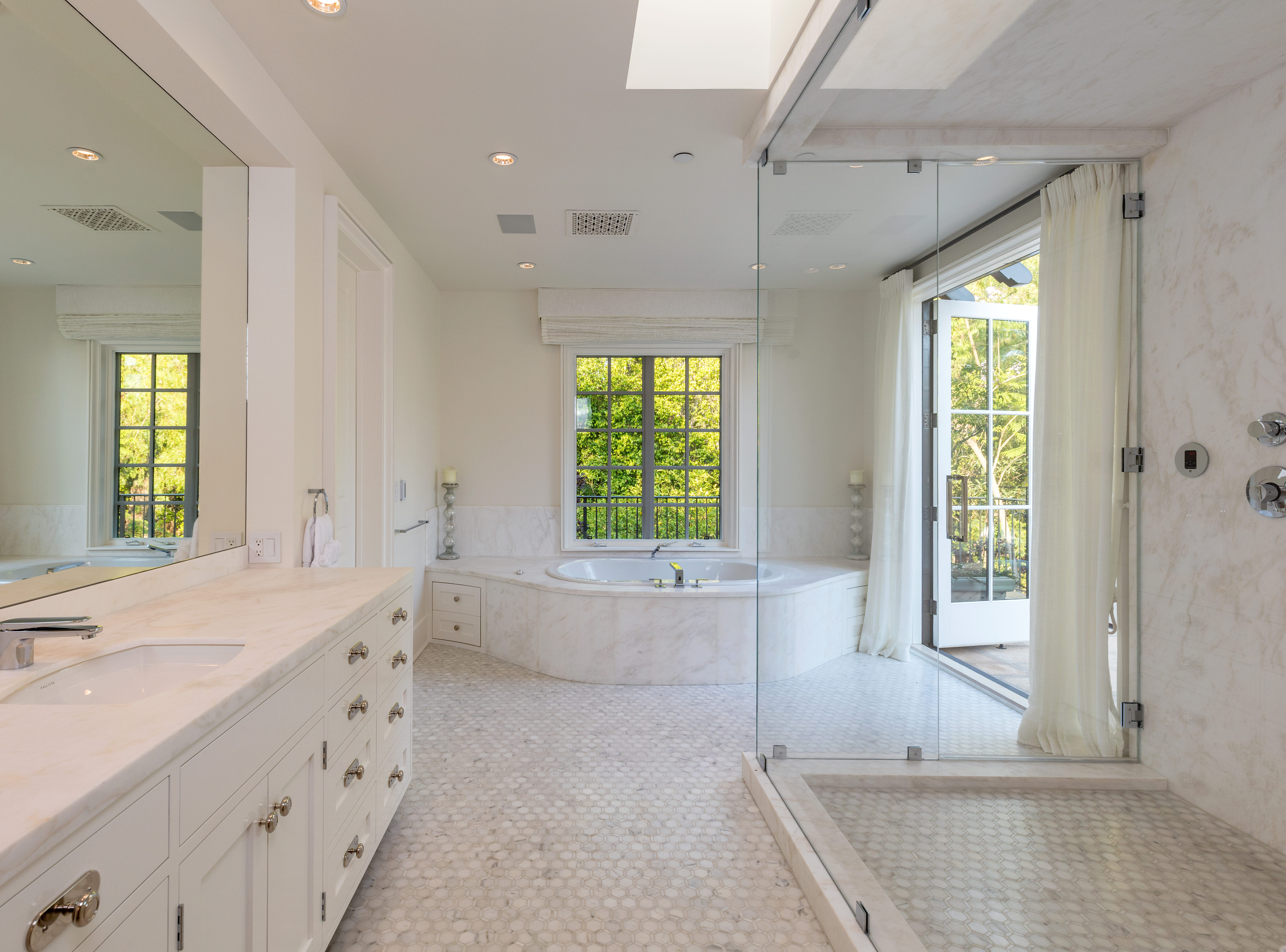 Built in 1968, the 5,800-square-foot property has eight bedrooms and fourteen baths, says TopTenRealEstateDeals.com.
