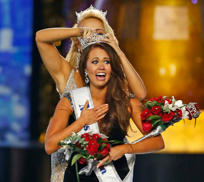 Miss North Dakota Cara Mund reacts after being named Miss America during the Miss America 2018 pageant in Atlantic City, N.J.