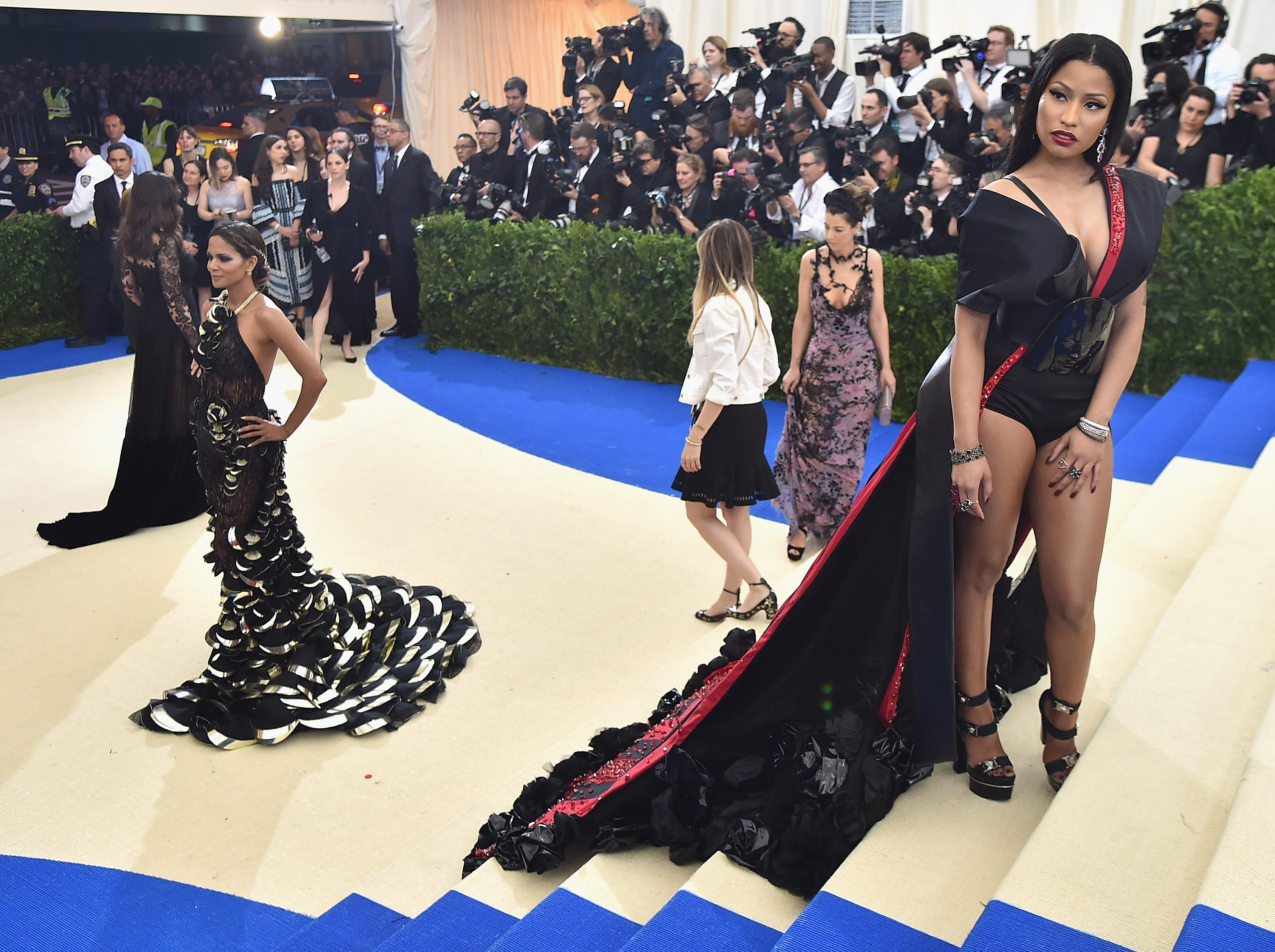 "NEW YORK, NY - MAY 01: Halle Berry and Nicki Minaj attend the ""Rei Kawakubo/Comme des Garcons: Art Of The In-Between"" Costume Institute Gala at Metropolitan Museum of Art on May 1, 2017 in New York City.  (Photo by Theo Wargo/Getty Images For US Weekly) ORG XMIT: 700040620 ORIG FILE ID: 675624352"