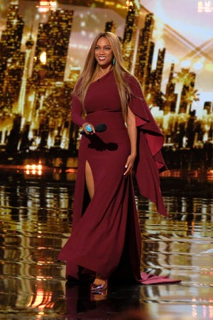 'America's Got Talent' host Tyra Banks explained a malfunctioning stage divider to viewers during Tuesday's live show.