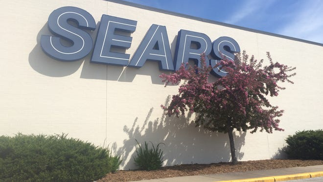 Sears remains open in the Fox River Mall.