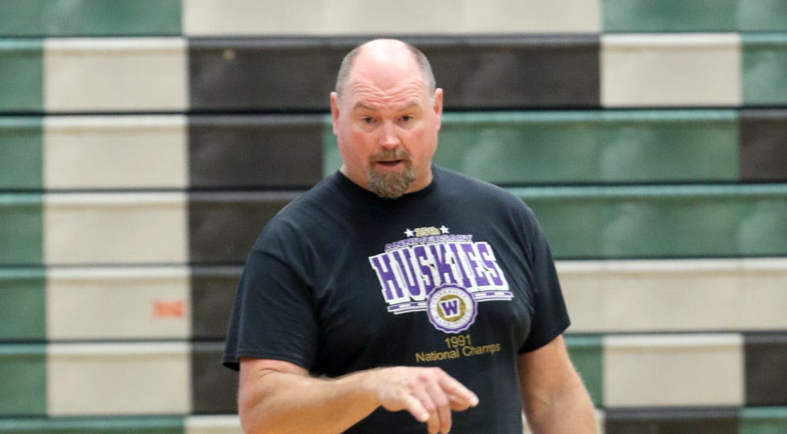 Husky great Andrew Peterson is helping coach Klahowya this fall.