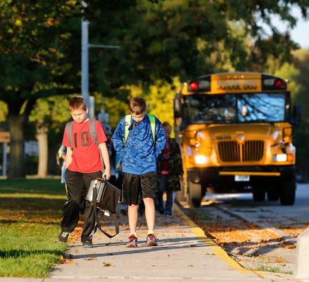 Fon 100715 Waupun School Bus