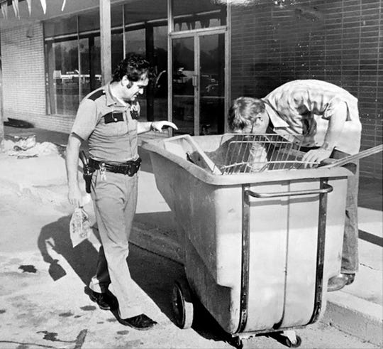 Speedway police look for clues following explosions that rocked the town on Sept. 1, 1978.