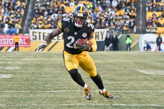 Le'Veon Bell has been absent from Steelers camp for the second-straight preseason.