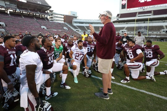 Head coach Joe Moorhead addresses the Bulldogs after a preseason scrimmage on Aug. 22, 2018.