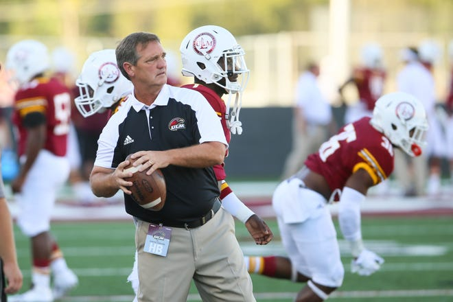 Collins stepped down Wednesday, less than two weeks from ULM's Sept. 12 season opener at Army. Collins, who doubled as the assistant head coach, told the Warhawks during an afternoon team meeting. Linebackers coach Scott Stoker will take over for Collins.