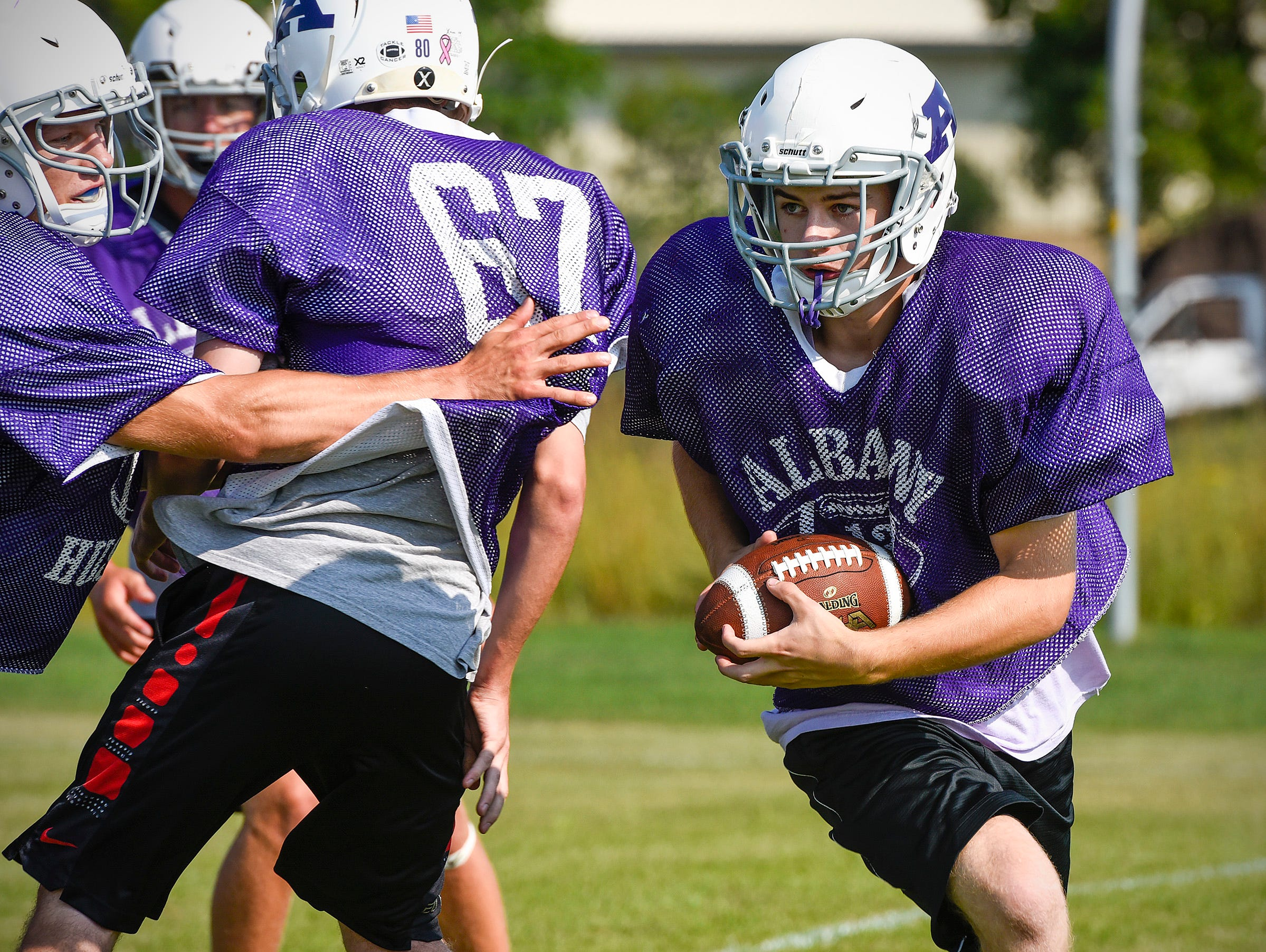 Albany 22 running back Ben McLachlan breaks around the end on a play Wednesday, Aug. 15, at the Albany High School.