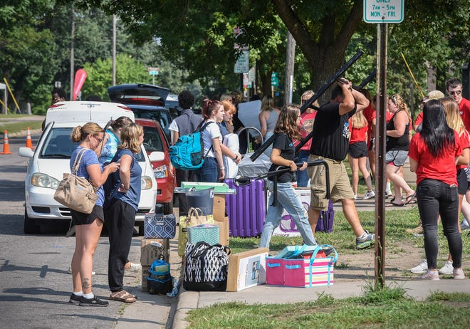 Students, their families and belongings line the curb during the first residential move-in day Thursday, Aug. 23, 2018 at St. Cloud State University.
