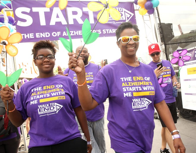 Walkers participate in the 2016 Walk to End Alzheimer's Los Angeles