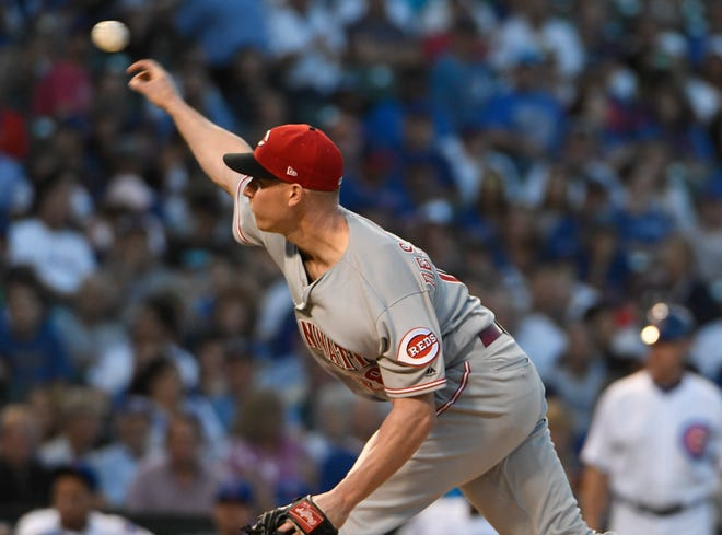 Cincinnati Reds starting pitcher Anthony DeSclafani throws to a Chicago Cubs batter during the first inning of a baseball game Thursday, Aug. 23, 2018, in Chicago.