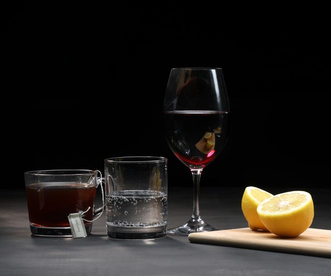 Wine can have a range of textures, portrayed here. From left, tannins (as in tea), effervescence (as in sparkling water) and acidity (as in lemons). (Terrence Antonio James/Chicago Tribune/TNS)