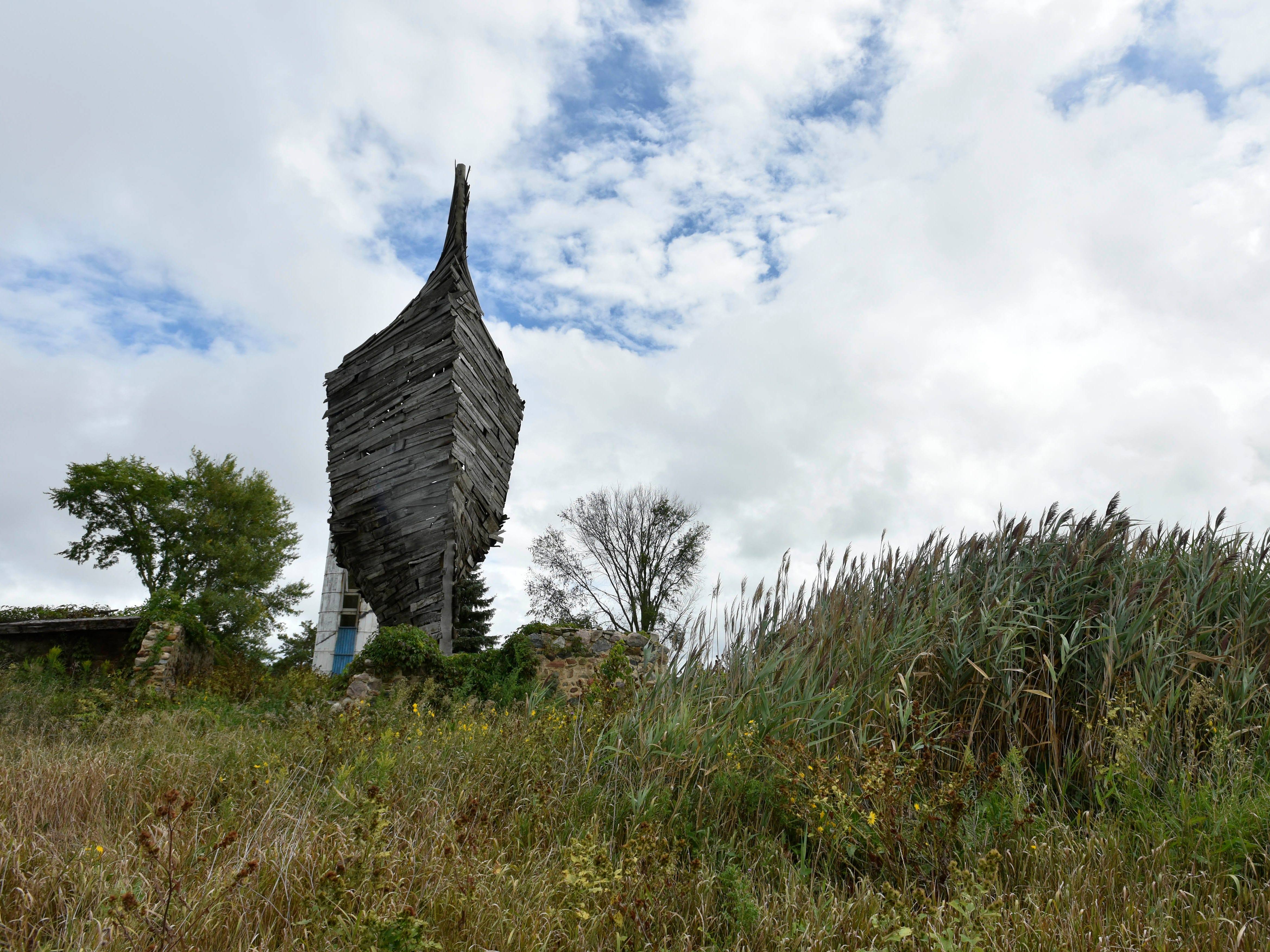 This is the Celestrial Ship of the North, aka the Emergency Ark, aka the Boatbarn by Scott Hocking of Detroit, near Oak Beach and Fehner Road. According to Hocking's website, the barn is made entirely from the beams and boards of a collapsing 1890s barn that stood in its place.