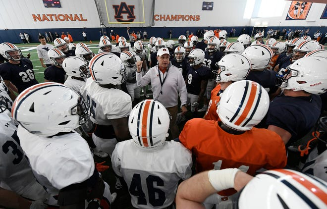 Auburn coach Gus Malzahn talks to his team after practice.