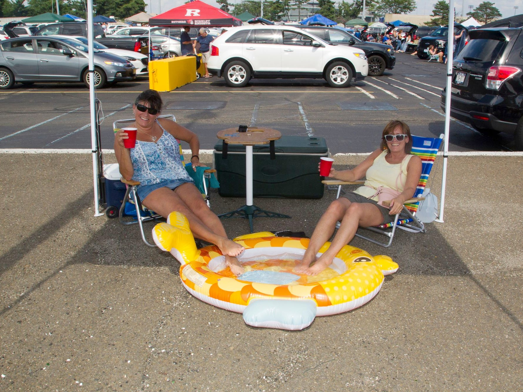 """Teresa and Kelly. The tailgate at the Kenny Chesney """"Trip Around the Sun"""" Concert at Metlife Stadium in East Rutherford. 08/18/2018"""