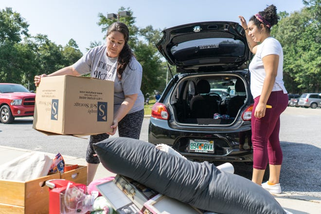 Volunteer University of West Florida students and parents help UWF freshmen move into their new dorms on Friday, Aug. 23, 2018.