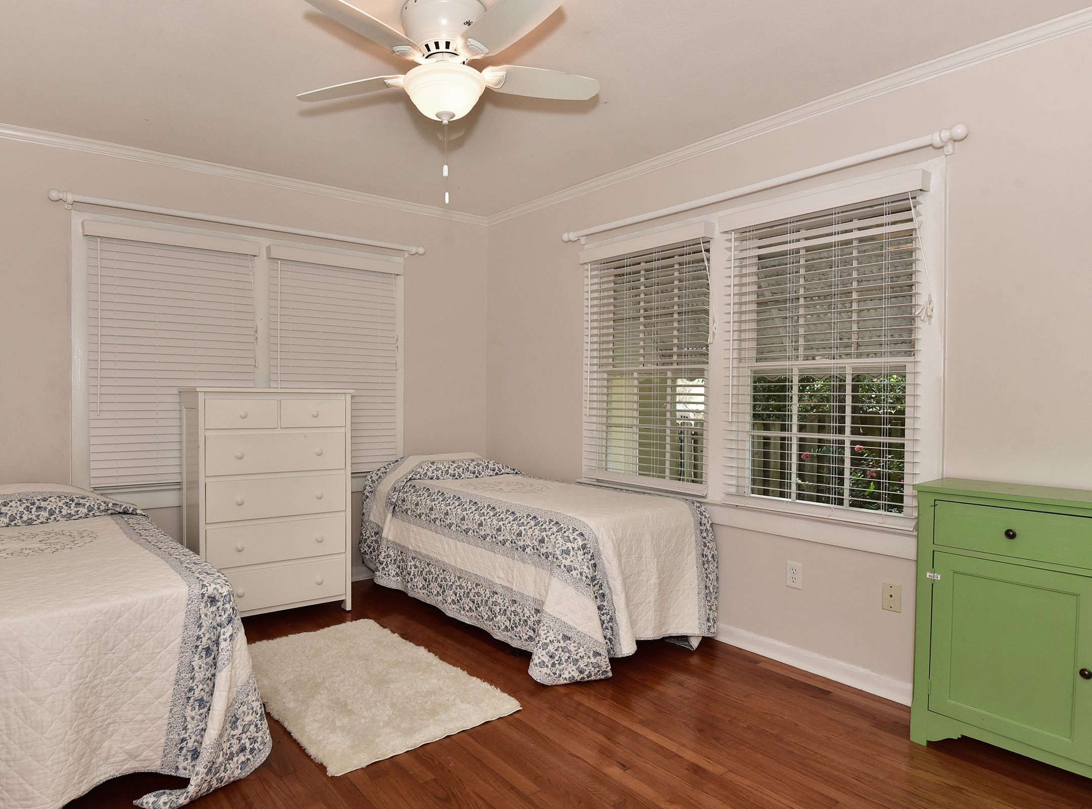 1812 Magnolia Avenue, an additional bedroom.