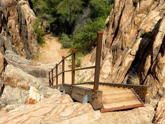 Stairway Loop de Granite Gardens incluye una escalera real, una hazaña de ingeniería impresionante de Over the Hill Gang, los voluntarios que construyeron este sendero.