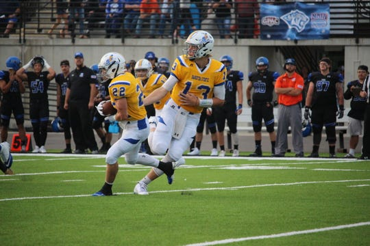 Dakota State quarterback Jared Richardson hands off to Brodie Frederiksen