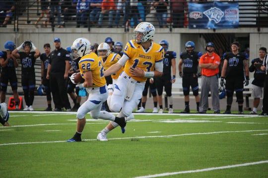 Dakota State quarterback Jared Richardson hands off to Brodie Frederiksen