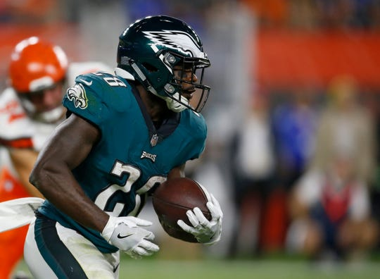 Philadelphia Eagles running back Wendell Smallwood rushes during the first half of an NFL preseason football game against the Cleveland Browns, Thursday, Aug. 23, 2018, in Cleveland. (AP Photo/Ron Schwane)
