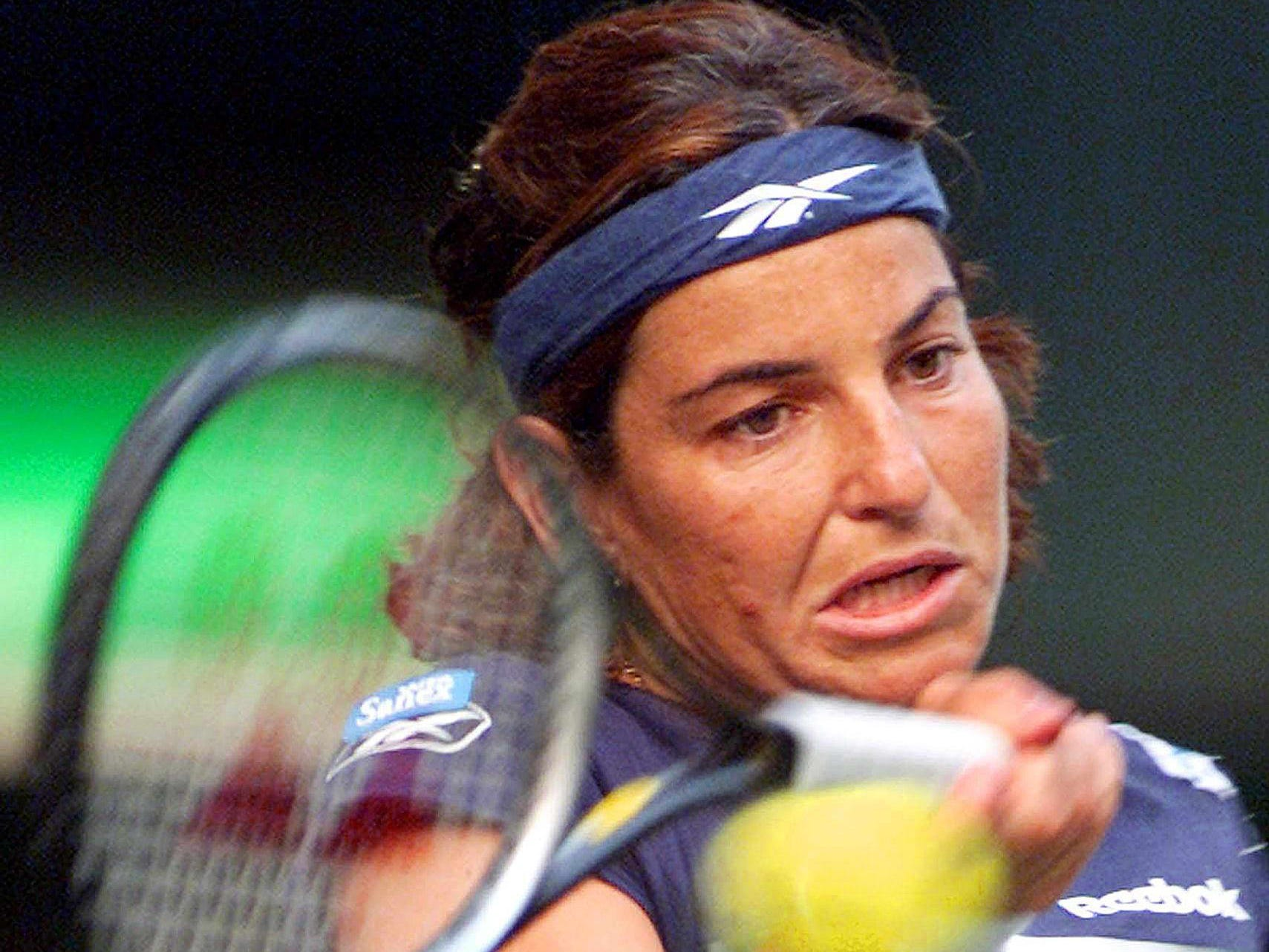 Arantxa Sanchez-Vicario (4-3). A four-time major winner and 2007 Hall of Fame inductee, Sanchez-Vicario retired in 2002 with a winning record against (a young) Serena, including a win in their only Grand Slam matchup (1998 French Open).