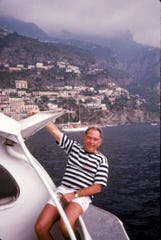 "Robin Leach, host of ""Lifestyles of the Rich and Famous"" in 1987."