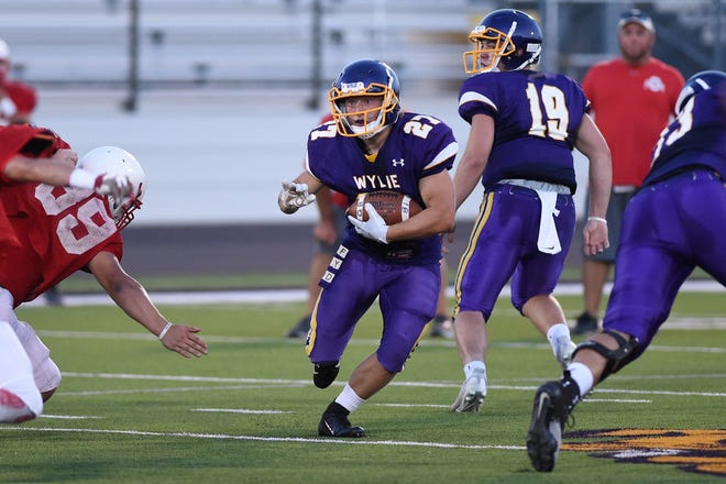 Wylie tailback Bailey Hicks (27) runs during the scrimmage against Odessa High at Bulldog Stadium on Friday.