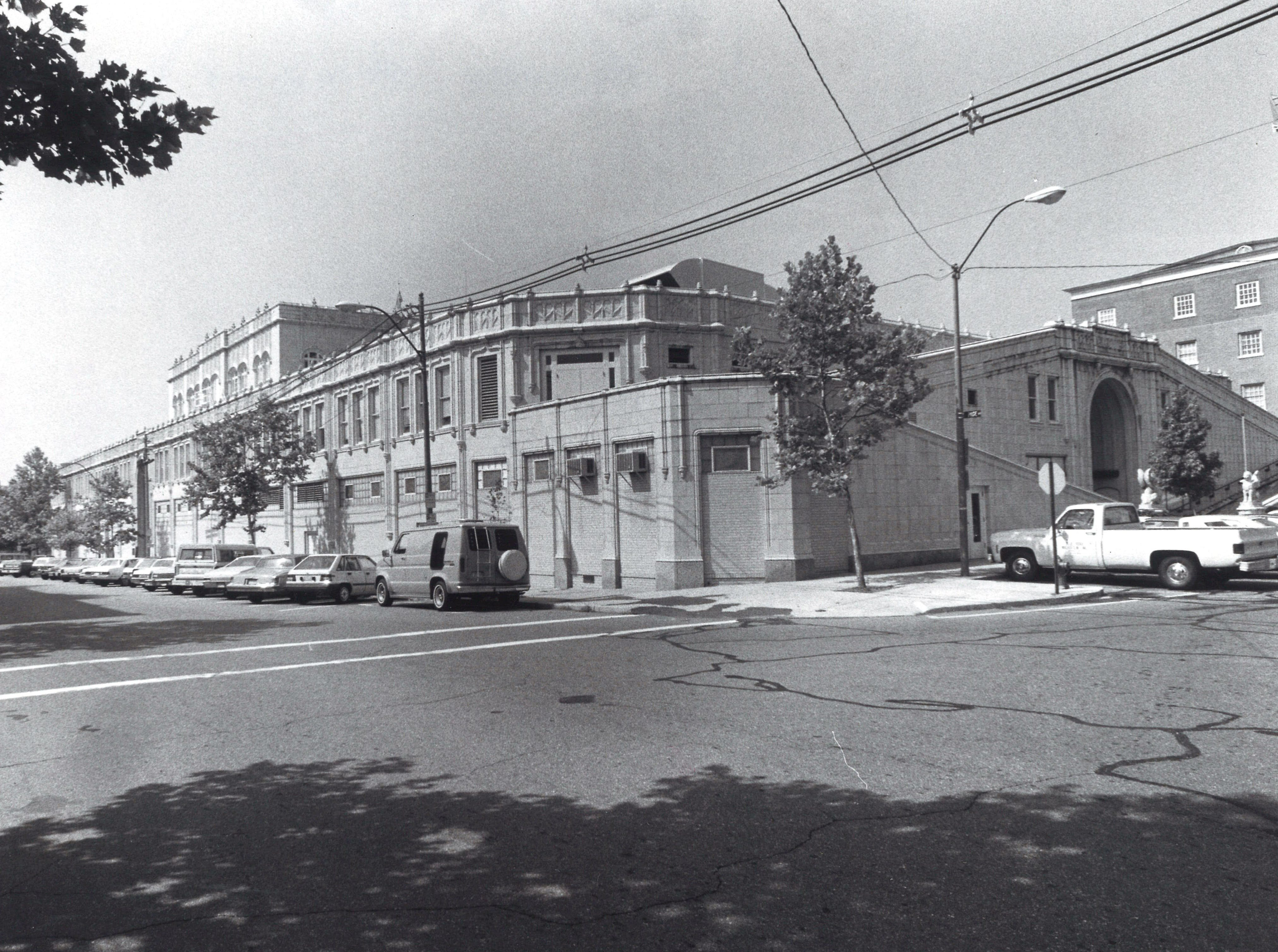 Grove Arcade building in 1985, when it was the Federal Building.