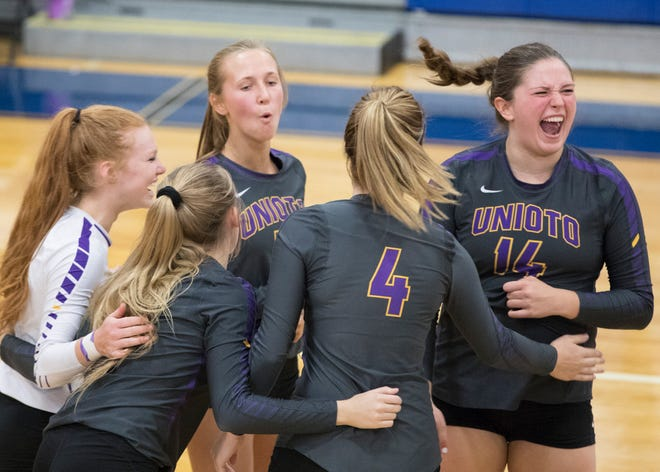 Unioto defeated Chillicothe Saturday morning 3-2 at Chillicothe High School.