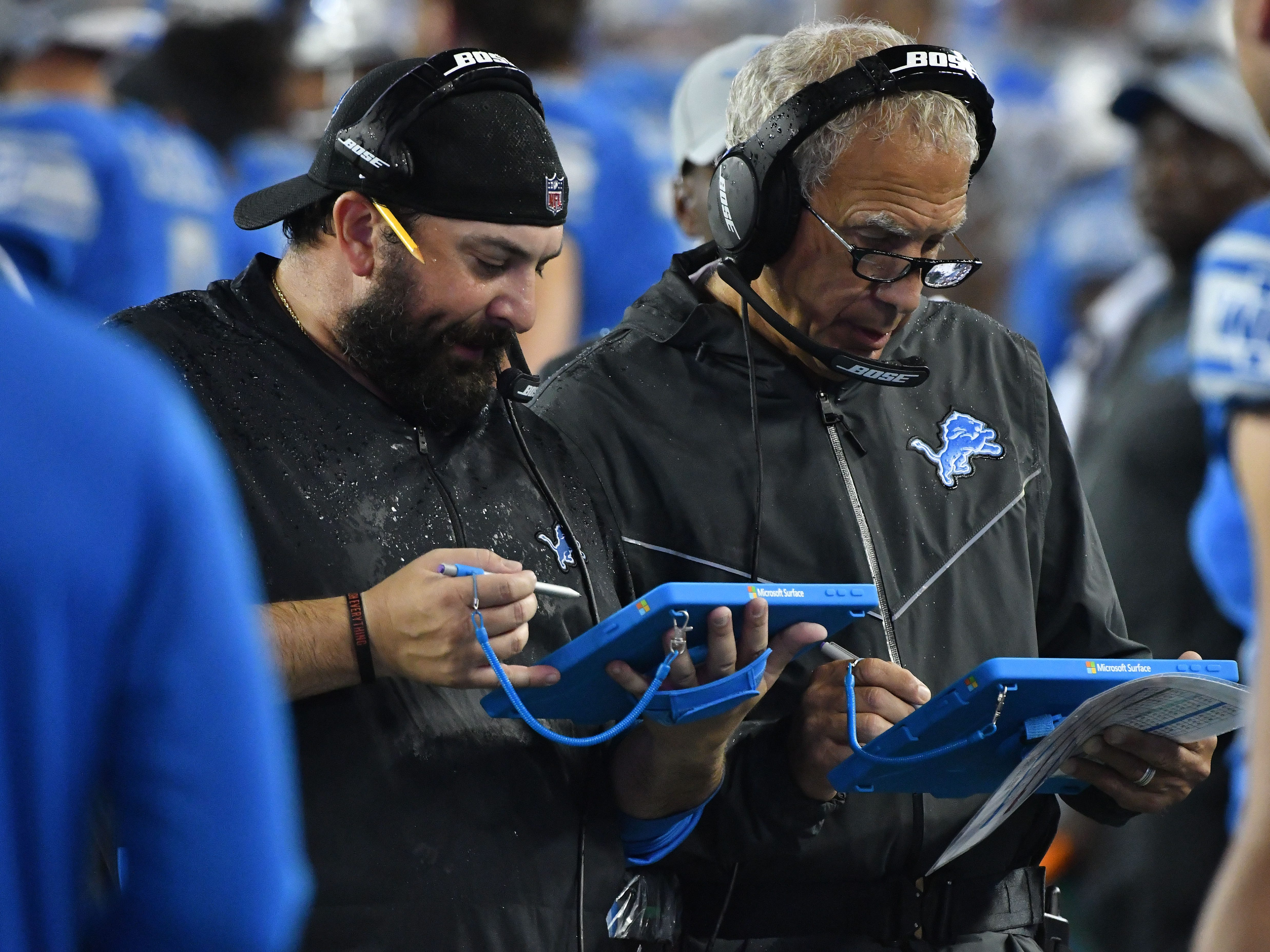 After the Buccaneer first series, that ended in a touchdown, Lions head coach Matt Patricia and defensive coordinator Paul Pasqualoni go to the tablets in the first quarter.