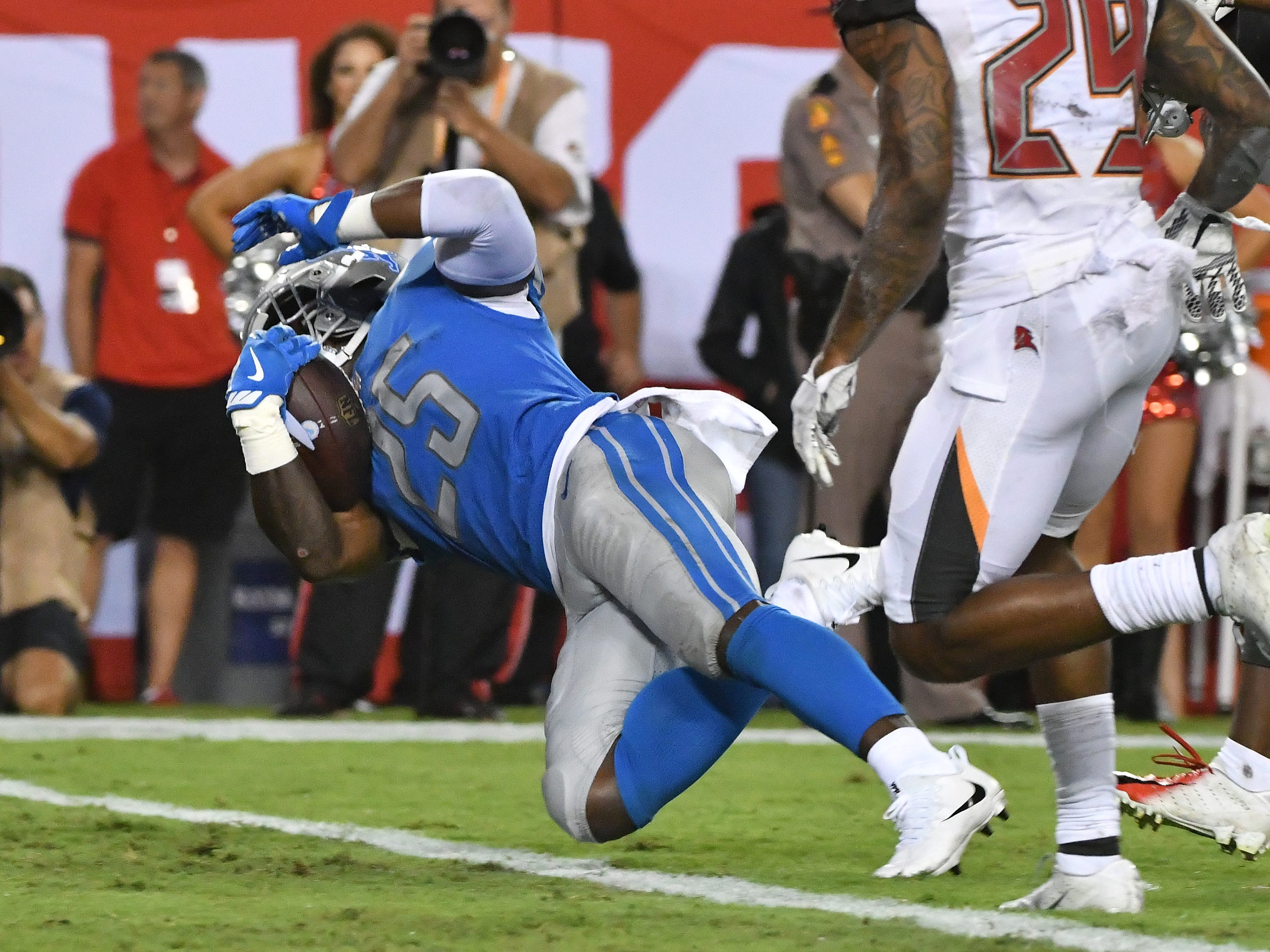 Lions' Theo Riddick goes into the end zone for a touchdown in the third quarter.