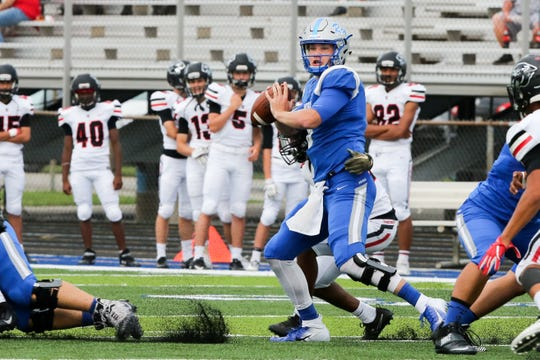 Kody Sparks prepares to pass during a Hamilton Southeastern High (Fishers, Ind.) game in 2018. Sparks has transferred to Oakland.