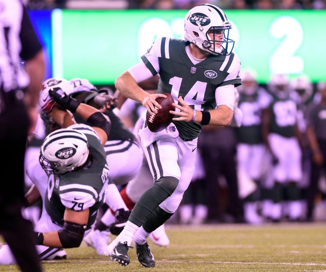 Giants vs. Jets preseason game at MetLife Stadium in East Rutherford on Friday, August 24, 2018. J #14 QB Sam Darnold looks to pass in the second quarter.