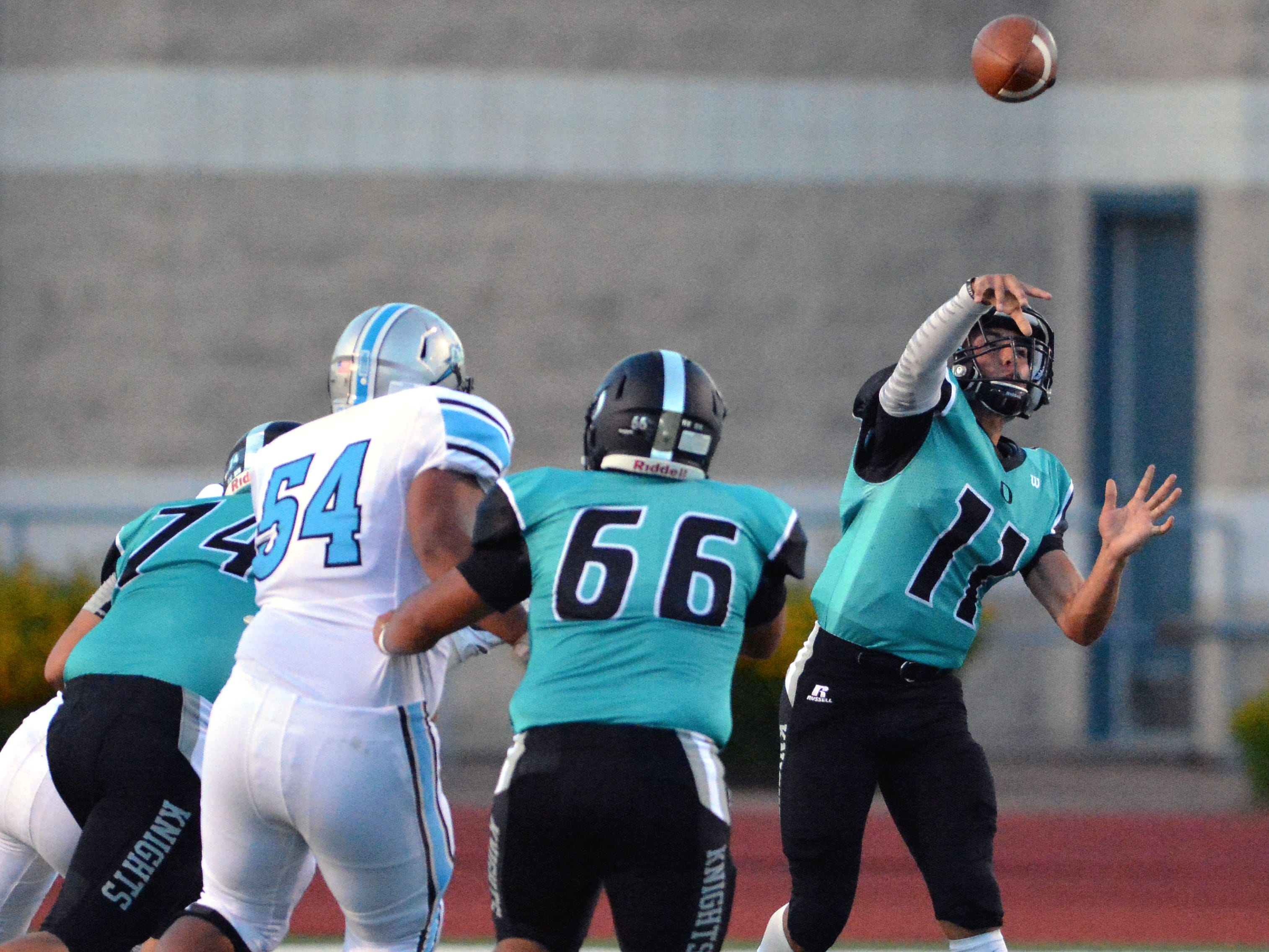 Oñate quarterback Jayden Diaz throws a pass down field on Friday night.