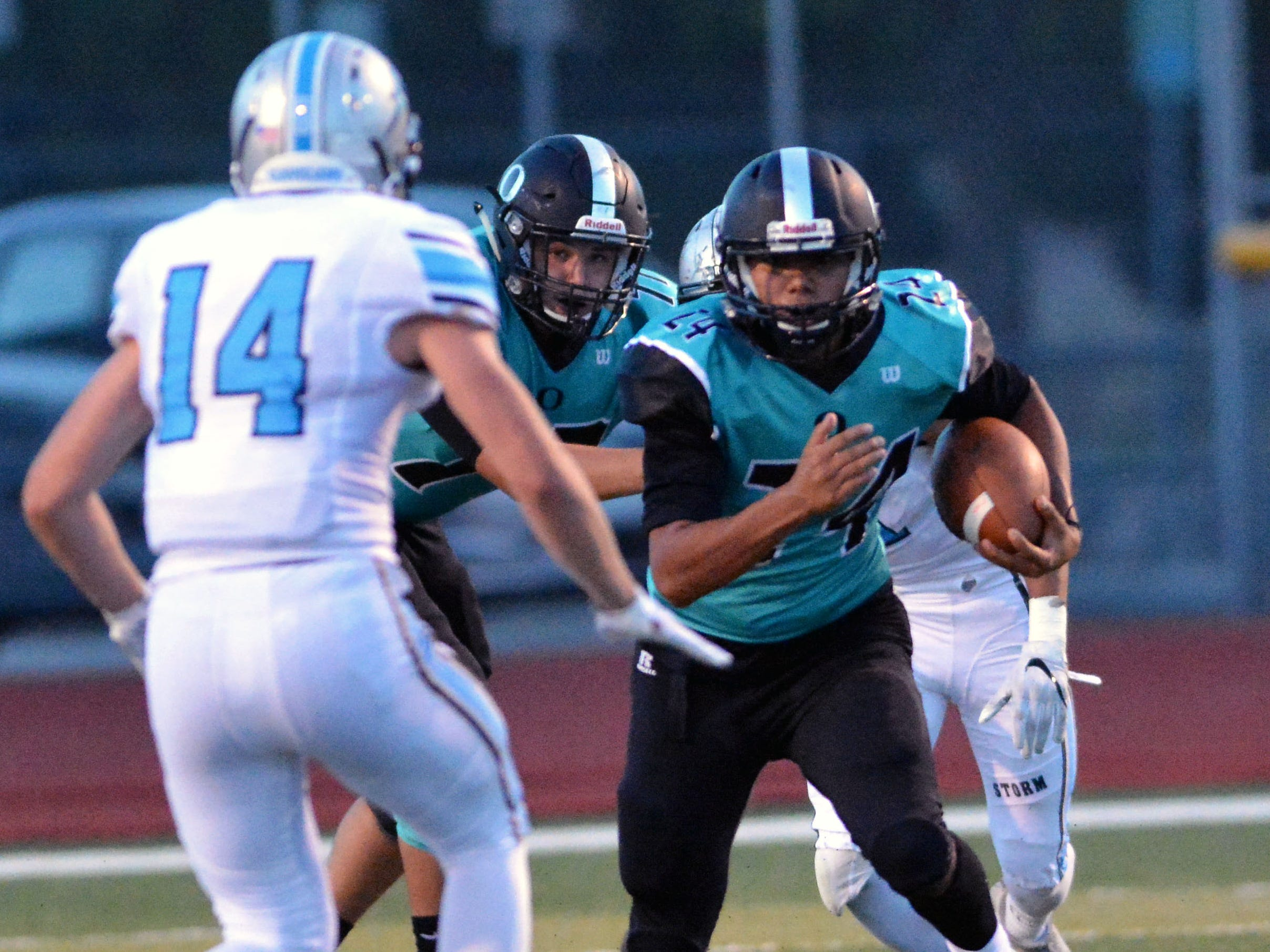 Oñate's Nasiem Al-Abayad breaks into the Cleveland secondary on Friday night.