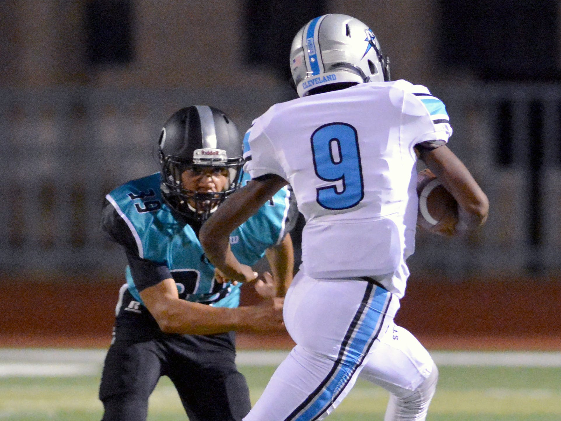 Oñate defensive back James Heilman has his eyes on tackling Cleveland quarterback Trevon Dennard on Friday night at Field of Dreams.