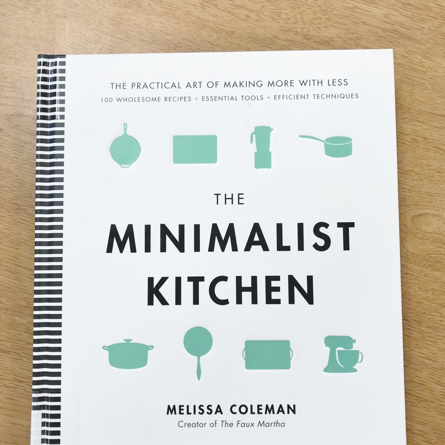 A minimalist kitchen is easy to achieve