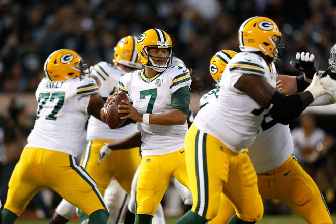 Aug 24, 2018; Oakland, CA, USA; Green Bay Packers quarterback Brett Hundley (7) looks to throw a pass against the Oakland Raiders in the first quarter at Oakland Coliseum.