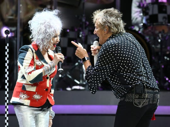 Rod Stewart and Cyndi Lauper perform on Aug. 24, 2018, at Talking Stick Resort Arena in Phoenix, Ariz.