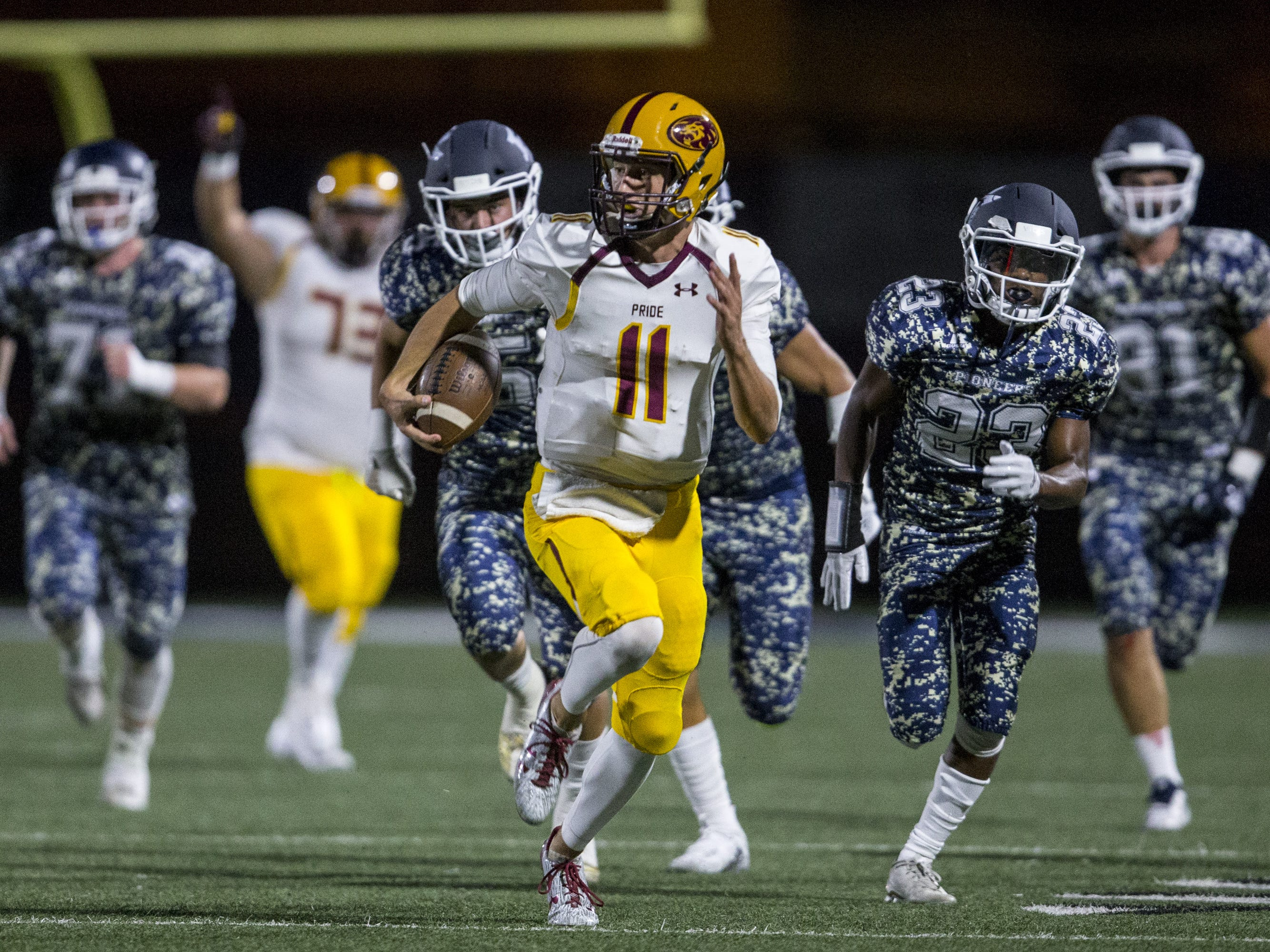 Mountain Pointe's Nick Wallerstedt rushes for a touchdown against Pinnacle during the 1st quarter on Friday, Aug. 24, 2018, at Pinnacle High School in Phoenix.   #azhsfb