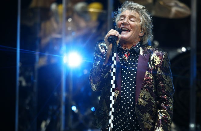 Rod Stewart performs on Aug. 24, 2018, at Talking Stick Resort Arena in Phoenix, Ariz.