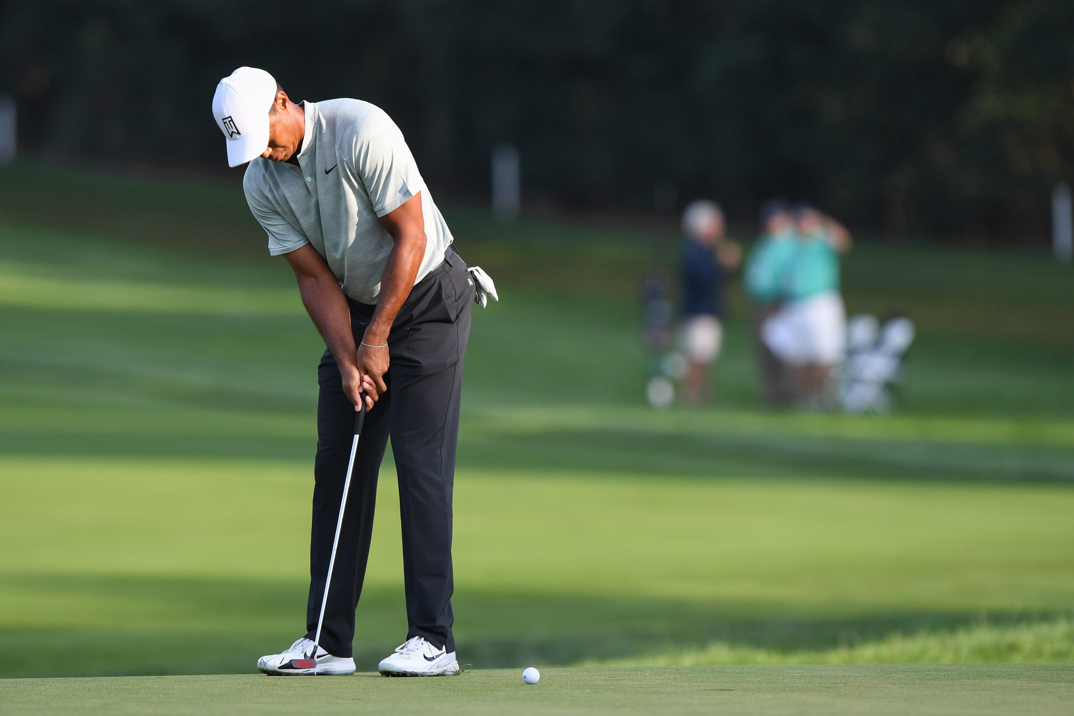 tiger woods u0026 39  putting woes continue at northern trust