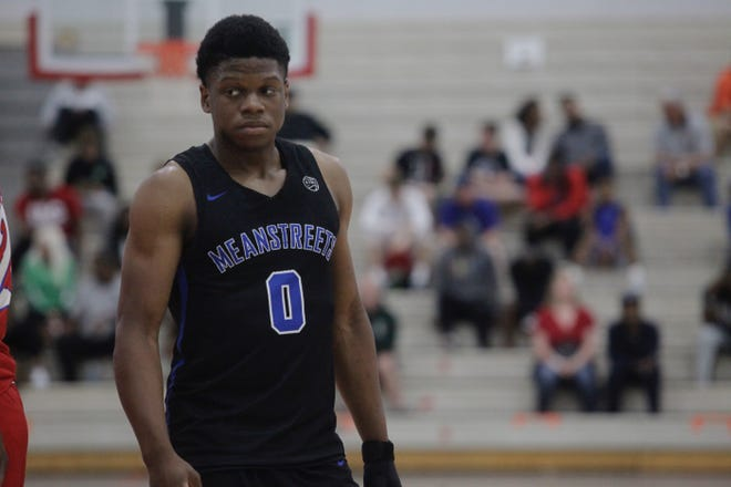 Drake point guard recruit Joseph Yesufu plays with the Nike Meanstreets during the NY2LA Summer Jam in Milwaukee.
