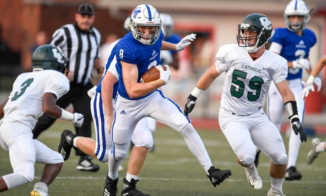 Memorial's Branson Combs (8) splits the defense against Owensboro Catholic in the Border Bowl. The senior scored four touchdowns against Mater Dei on Friday.